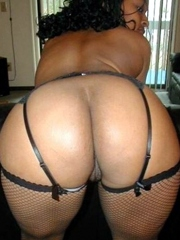 Big ass black hottie posing in her new..